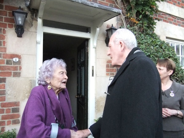Isabel de Madariaga meets Jim Hansford