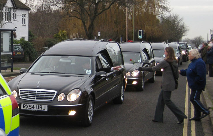 People give roses to the hearses